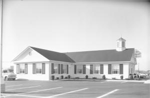 An exterior shot of Bill Knapp's restaurant in 1958, courtesy of Ann Arbor District Library.